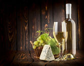 White wine and blue cheese — Stock Photo