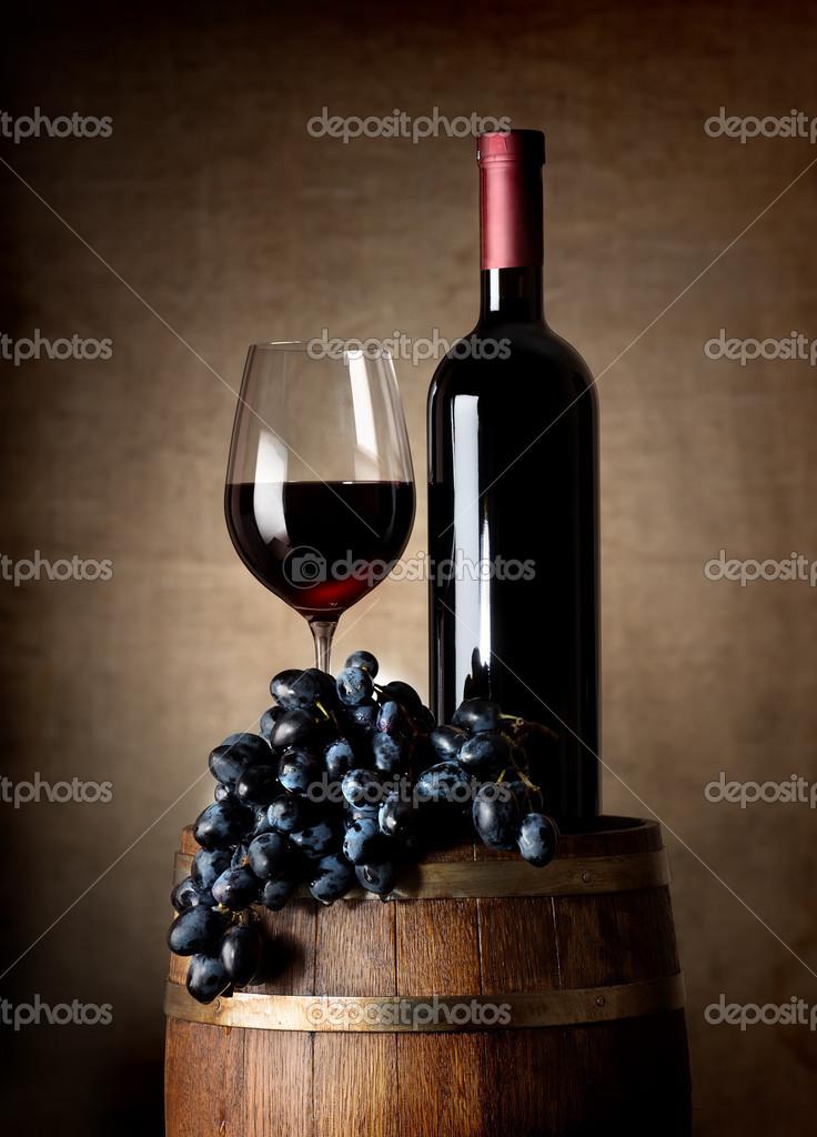 红酒桶和葡萄 — 图库照片08givaga#35401273