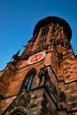 Bajo la torre de la catedral — Foto de Stock