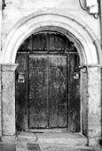 старые двери — Стоковое фото