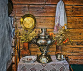 Interior of Russian log hut with elements of the old way of li — Stock Photo
