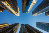 Hoge stijging gebouwen en straten in dubai, verenigde arabische emiraten — Stockfoto