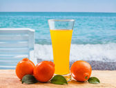 Orange juice in a glass on a table — Stockfoto