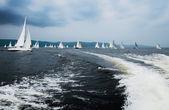 ヨットのセーリングの競技に参加 — ストック写真