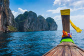 Boats at sea against the rocks in Thailand — Stock Photo