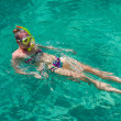Girl swimming in the sea with a mask and snorkel — Stock Photo