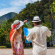 Tourists choose the route — Stockfoto
