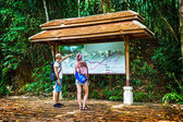 Tourists choose the route through the jungle in Thailand — Stock Photo