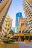 高层建筑和街道在迪拜,阿拉伯联合酋长国 — 图库照片