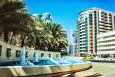 Immeubles de grande hauteur et les rues à Dubaï, Émirats Arabes Unis — Photo