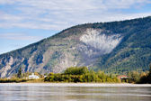πόλη goldrush dawson πόλης από τον ποταμό γιούκον καναδά — Φωτογραφία Αρχείου