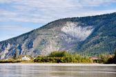 Goldrush města dawson city od kanada yukon river — Stock fotografie