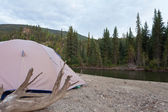 Tent at river in remote Yukon taiga wilderness — Stock Photo