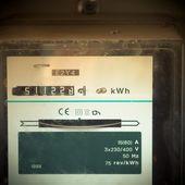 Fotografía móvil tonos viejo medidor de potencia analógicas — Foto de Stock