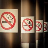 Mobilní fotografie tónovaný řádek taktez kouření — Stock fotografie