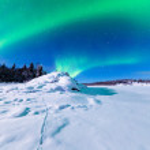 esposizione intensa di aurora boreale aurora borealis — Foto Stock