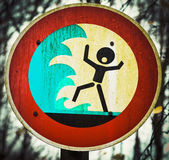 Screaming person flashflood tsunami warning sign — Stock Photo