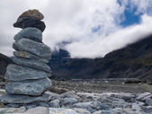 Rock cairn in Hooker Valley near Aoraki Mt Cook NZ — Stock Photo