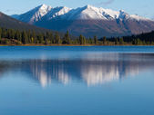 Snowcapped mountain reflection on Lapie Lake Yukon — Stock Photo