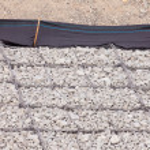 Gravel wire mesh bank revetment erosion control — Stock Photo