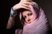 žena v růžové hidžáb — Stock fotografie