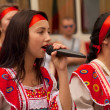 Girl in national dress sang — Stockfoto