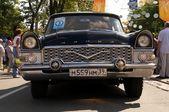 レトロな車がソビエト チャイカ — ストック写真