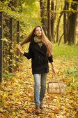Girl walks on leaves — Stock Photo