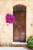 Tuscan door — Стоковое фото