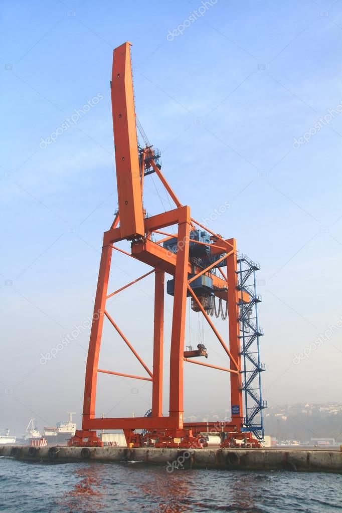 Ship To Shore Gantry Crane Nedir : Ship to shore gantry crane stock photo ? faraways