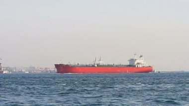 Tanker ship sailing into sea — Video Stock
