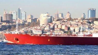 Grote, rode vrachtschip — Stockvideo