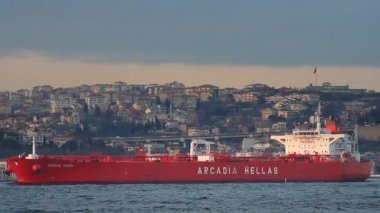 Super tanker ship with full of load. Tracking shot — Vidéo