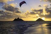 Kite boarding at daybreak — Stock Photo