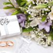 Wedding rings, gift box and flowers for the bride. — Stock Photo