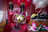 Bottles with wine on a wedding table — Foto de Stock