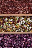 Conjunto de frijoles, arroz, lentejas, especias para cocinar en la cocina — Foto de Stock