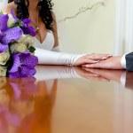 新郎和新娘的手 — 图库照片