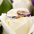 Gold wedding rings on bunch of flowers for bride — Stock Photo #27852687