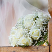 Un beau bouquet de mariée lors d'une fête de mariage — Photo
