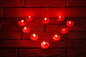 Valentines Burning candles in a heart shape standing on an old s — Stockfoto