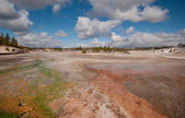 Colorful thermal springs Yellowstone — Stock Photo