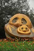 Sculpture of panda and panda cub — Stok fotoğraf