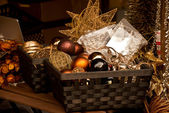 Christmas glass balls in the basket — Stockfoto