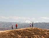 Tourists on the top of the hill — Stockfoto