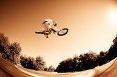 Salto alto de bmx — Foto de Stock