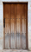 Old wooden entrance door — Stock Photo