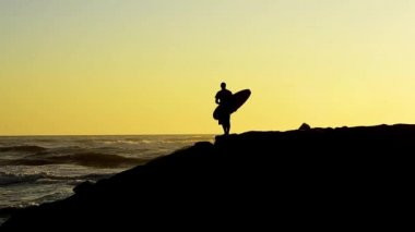Surfer at sunset — Video Stock