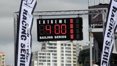 Time panel in the Extreme Sailing Series — Stock Video