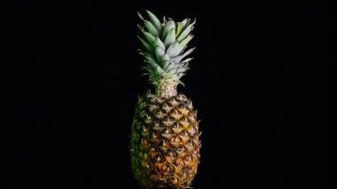 Büyük ananas kendisi dönüş — Stok video
